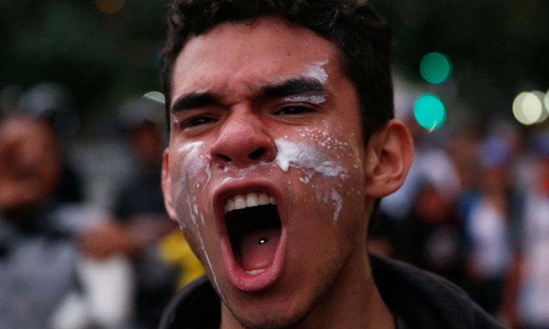 صدر مادورو نے امریکی سفارتکاروں پر وینزویلا میں افراتفری پھیلانے کا الزام دھرتے ہوئے کہاکہ واشنگٹن میں جا کر سازشیں کرو۔