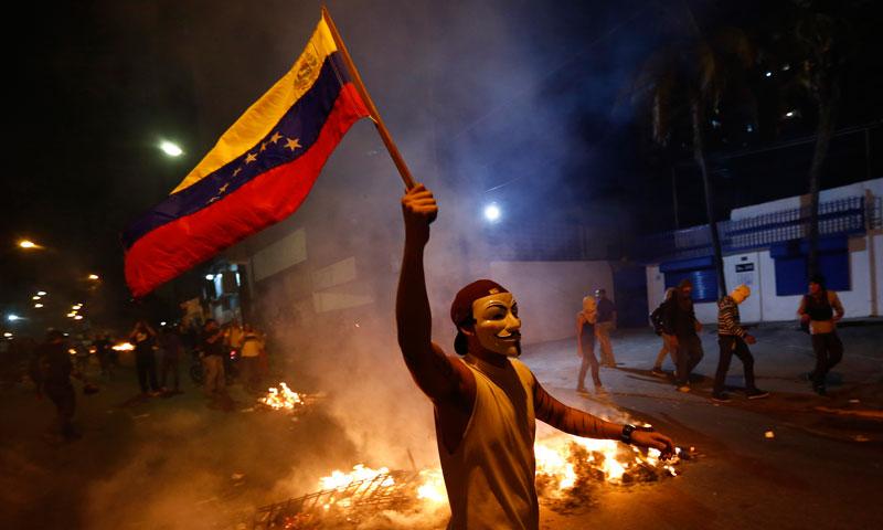 اپوزیشن نے نتائج کو مسترد کرتے ہوئے دوبارہ انتخابات کا مطالبہ کیا ہےاور  امریکا نے بھی وینزویلا میں ہونے والے صدارتی انتخابات میں ووٹوں کی دوبارہ گنتی پر زور دیا ہے۔