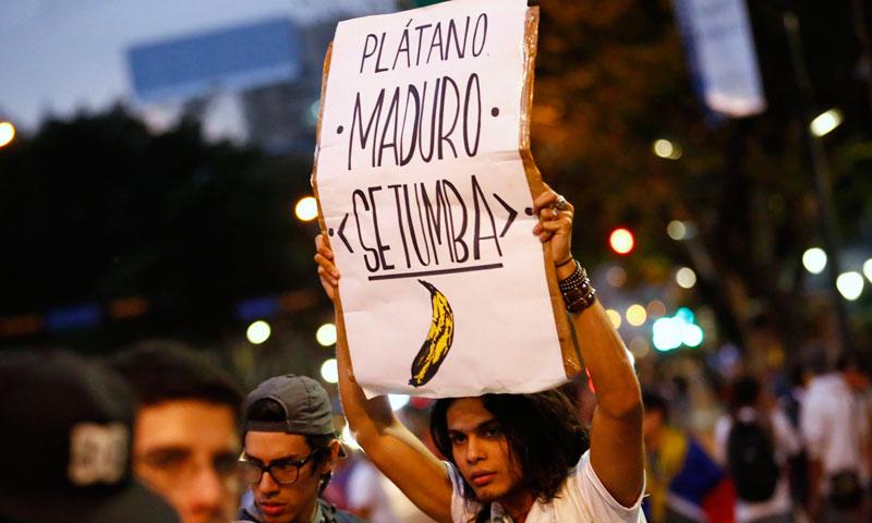 جنوبی امریکہ نے وینزویلا کی حکومت سے کہا ہے کہ وہ لوگوں کے پر امن اجتماع اور آزادی اظہار رائے کو یقینی بنائے، اور طاقت کے بے جا استعمال اور ہلاکتوں کی فوری طور پر غیر جانبدارانہ تحقیقات ہونی چاہیں۔