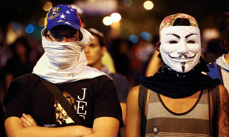 ملک بھر میں ہزاروں افراد نے طلباء کی گرفتاری کے خلاف ہونے والے مظاہروں میں حصہ لیا ہے۔ مظاہرین ملک میں بڑھتے ہوئے جرائم اور معاشی مسائل کے خلاف بھی سراپا احتجاج ہیں۔
