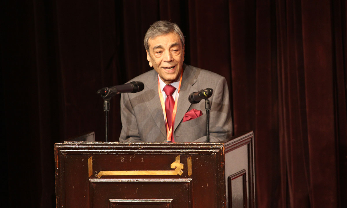 Zia Mohyeddin received LLF award. He mused that this was his first life time award. – Photo by Asif Umar