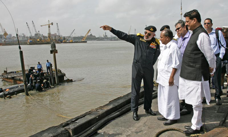 Indian navy chief resigns after submarine accident