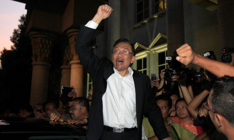 Malaysian opposition leader Anwar Ibrahim shouts a slogan as he leaves a courthouse in Putrajaya, Malaysia, Friday, March 7, 2014. — Photo by AP