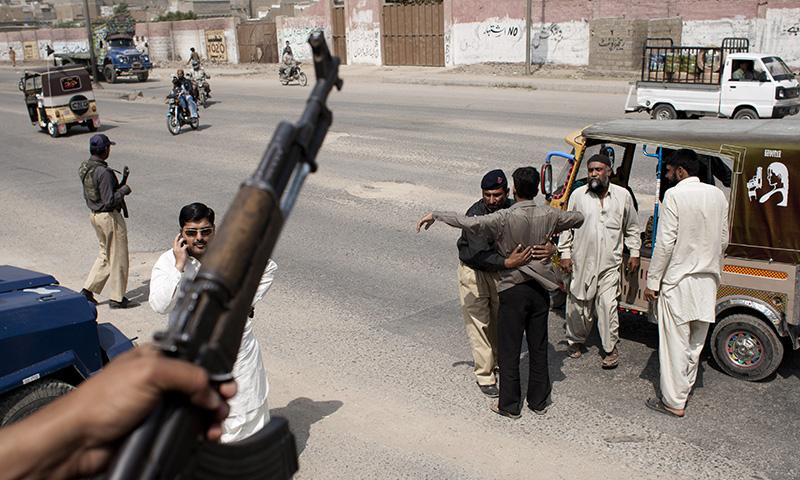 Police under attack in Karachi