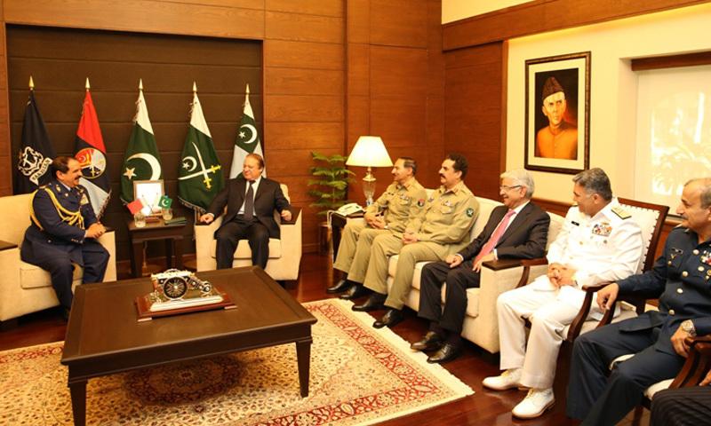 King Hamad bin Isa bin Salman Al Khalifa of Bahrain meets Pakistani civil-military leadership at JSHQ in Rawalpindi on Wednesday. – Photo courtesy: ISPR