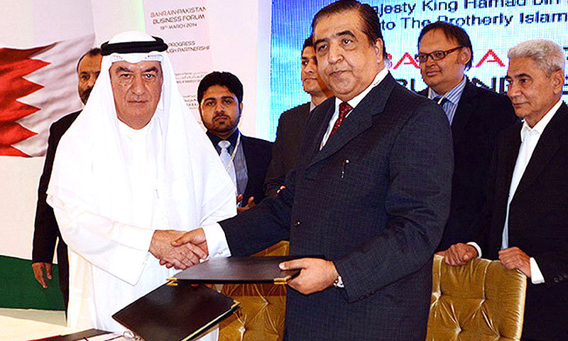 President FPCCI Zakaria Usman exchanging documents after singing MoU on Trade and Cooperation with his Bahraini counterpart. - APP