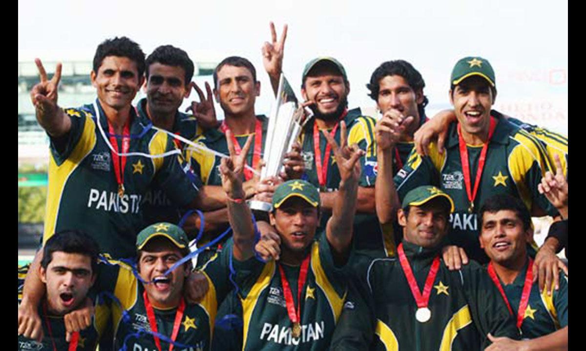 پ=پاکستان، 2009 میں ورلڈ ٹی ٹوئنٹی فاتح۔ آج تک ایونٹ کے ہونے  والے تمام ورلڈ ٹی ٹوئنٹی ٹورنامنٹس کے سیمی فائنل کھیلنے والی واحد ٹیم