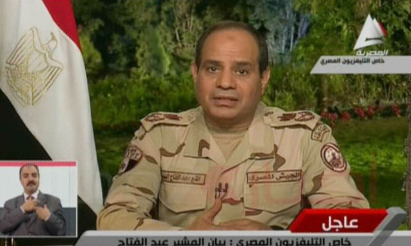 مصر کے فوجی سربراہ جنرل ال سیسی ٹی وی پر خطاب میں فوج سے مستعفی ہونے اور صدارتی انتخاب لڑنے کا اعلان کررہے ہیں۔ فوٹو اے ایف پی
