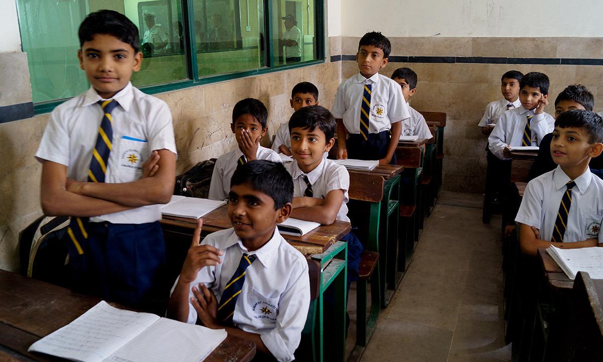میں خود ایک منصوبے کا حصہ ہوں جس کے تحت یہاں کے اسکول کے طالبعلموں کی جاننے کی صلاحیت کو بہتر بنایا جاسکے۔