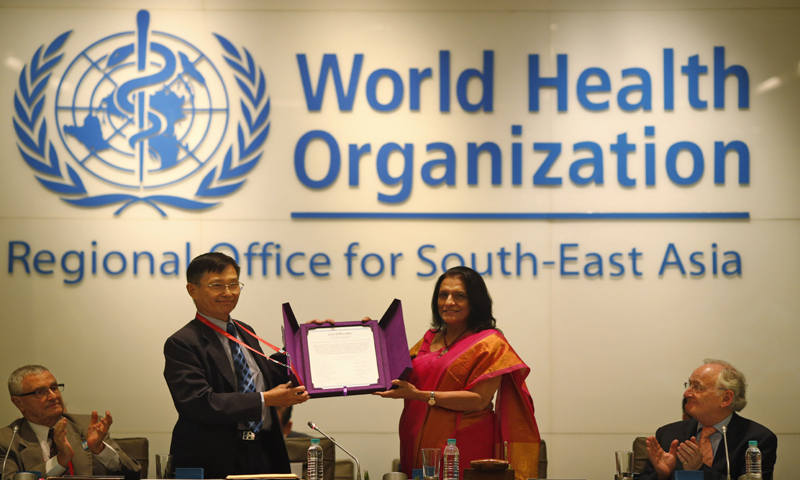 NEW DELHI: Supamit Chunsuttiwat (left), Chairperson of the Southeast Asia Regional Certification Commission for Polio Eradication, and Poonam Khetrapal, director for the WHO's Southeast Asia region, show a certificate about the region's polio-free status on Thursday—AP