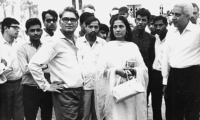 Kamal Amrohi snapped with Meena Kumari and the crew of Pakeezah when she returned to the sets to complete the film after over a decade. - Photo by the writer