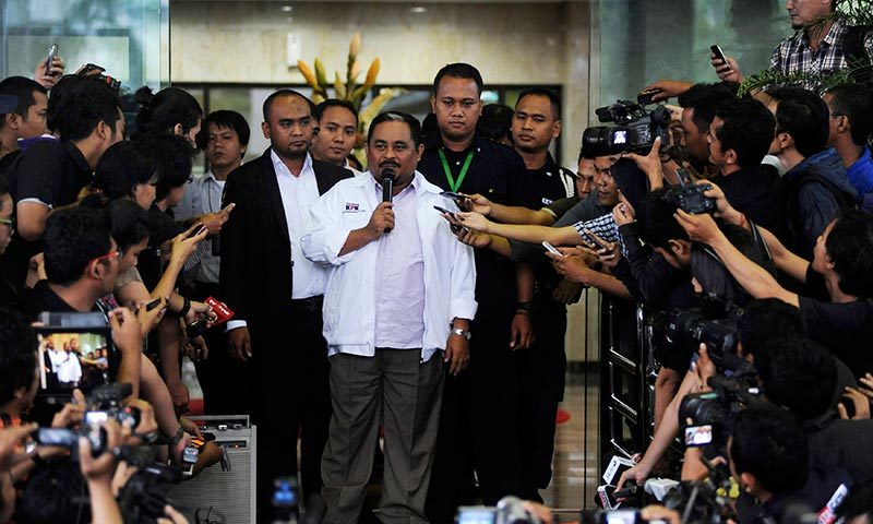 Indonesian parliament member and chief of Partai Keadilan Sejahtera Ishaaq talks to reporters after his arrest by the KPK in Jakarta. — Photo by Reuters