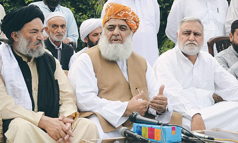 From right to left: Maulana Gul Naseeb Khan, current MMA Khyber Pakhtunkhwa president; Fazlur Rehman, MMA chief; Akram Khan Durrani, former chief minister Khyber Pakhtunkhwa.
