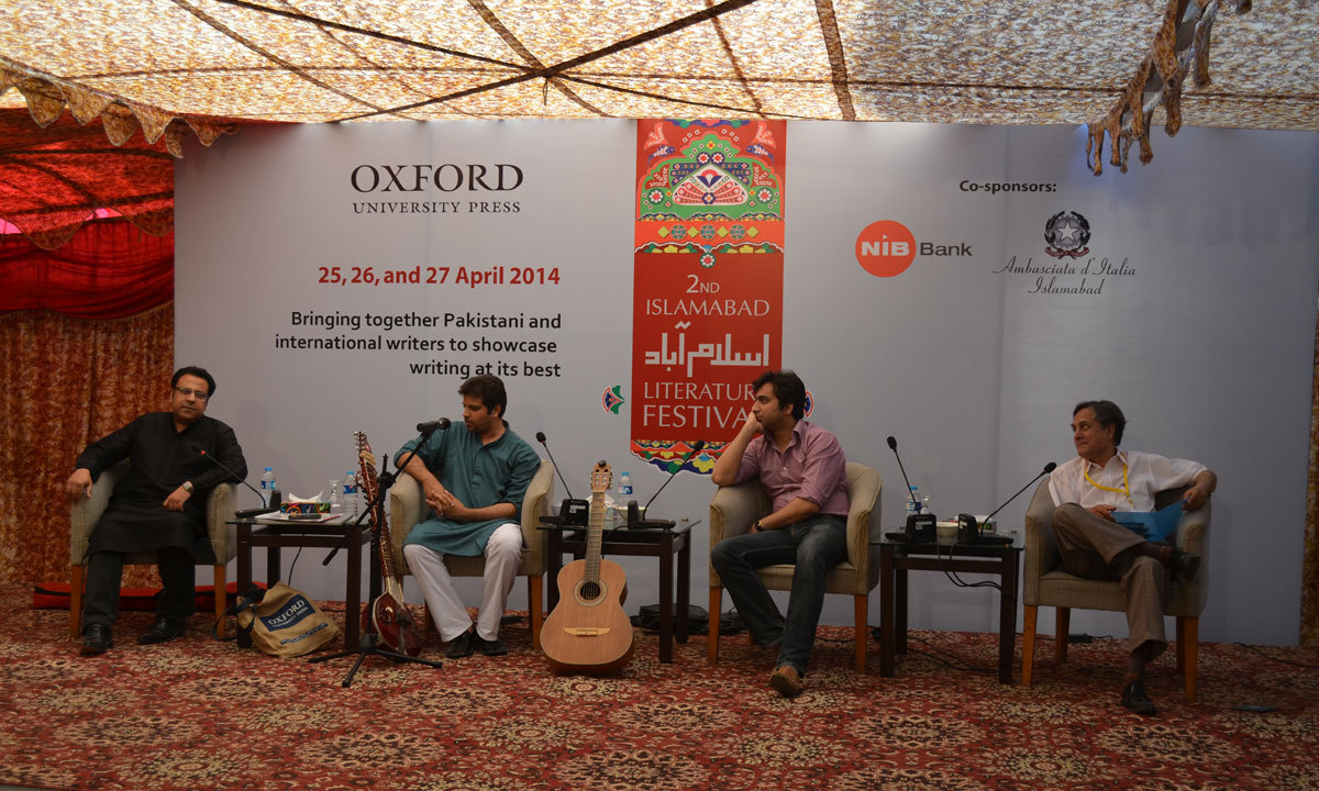 Rakae Jamil discussing the role of music in popularizing urdu poetry with Asif Noorani, Salman Asif and Taimour Rahman on third day at ILF. – Photo by Irfan Haider