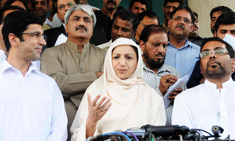 State Minister for National Health Services Saira Tarar talks to media persons regarding polio issue outside her office.— Photo by Online