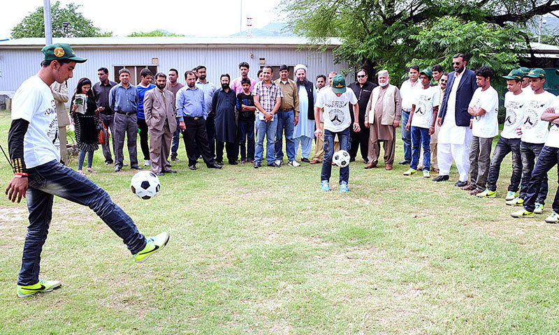 Pakistan street footballers to train in England
