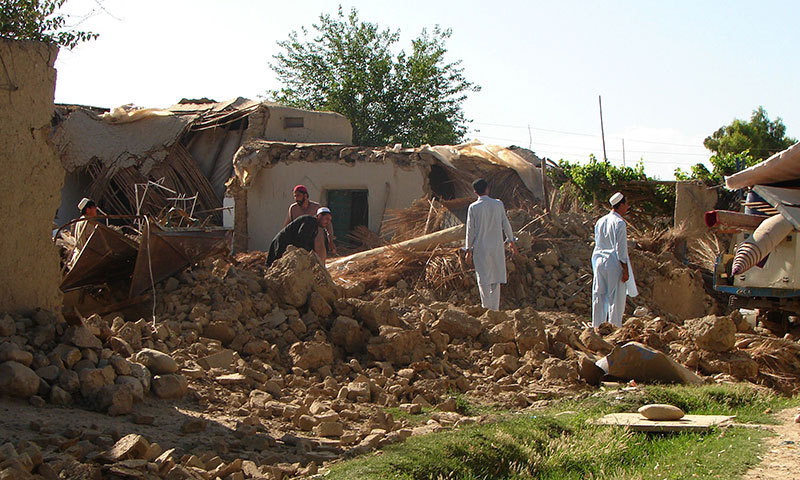 Pakistani tribesmen clear rubble and belongings from their destroyed houses following Pakistan military airstrikes against suspected Taliban hideouts in Miramshah in North Waziristan on May 24, 2014. – AFP Photo