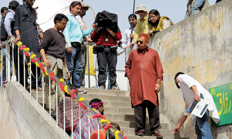Naseeruddin Shah with the production crew  of Zinda Bhaag during  a shooting spell