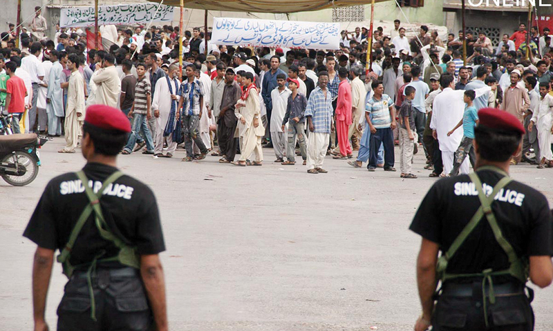 Residents of Lyari protest the three killings of youngsters from their area, allegedly at the hands of law enforcement personnel during crackdowns in April