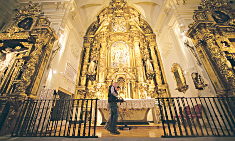 OPERATORS scan the altar with a radar at the Convent of the Barefoot Trinitarians searching for the lost remains of Miguel de Cervantes in Madrid.—AP