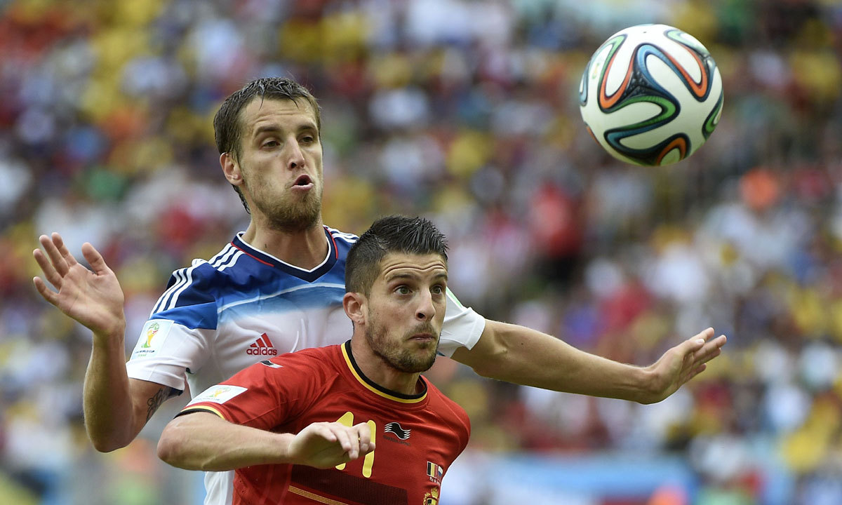 Belgium's forward Kevin Mirallas (R) challenges Russia's defender Dmitry Kombarov during the Group H football match between Belgium and Russia at the Maracana Stadium in Rio de Janeiro during the 2014 FIFA World Cup on June 22, 2014. Belgium won 1-0. — Photo by AFP