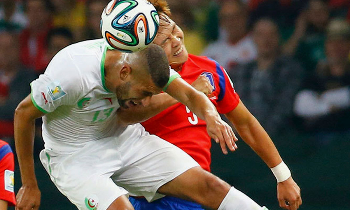 Algeria's Islam Slimani (L) jumps for the ball with South Korea's Kim Young-Gwon (R) during the Group H football match between South Korea and Algeria at the Beira-Rio Stadium in Porto Alegre during the 2014 FIFA World Cup on June 22, 2014. — Reuters Photo