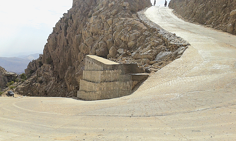 The drive gets more difficult as the road becomes steeper after Khawal Lak