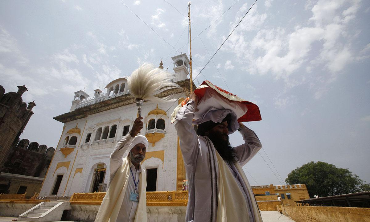 Sikh pilgrims perform ritual while visiting Maharaja Ranjit Singh's mausoleum in Lahore June 29, 2014. — Photo by Reuters