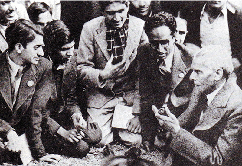 Jinnah chatting with a group of members belonging to the Muslim Students Federation shortly after the creation of Pakistan in 1947.
