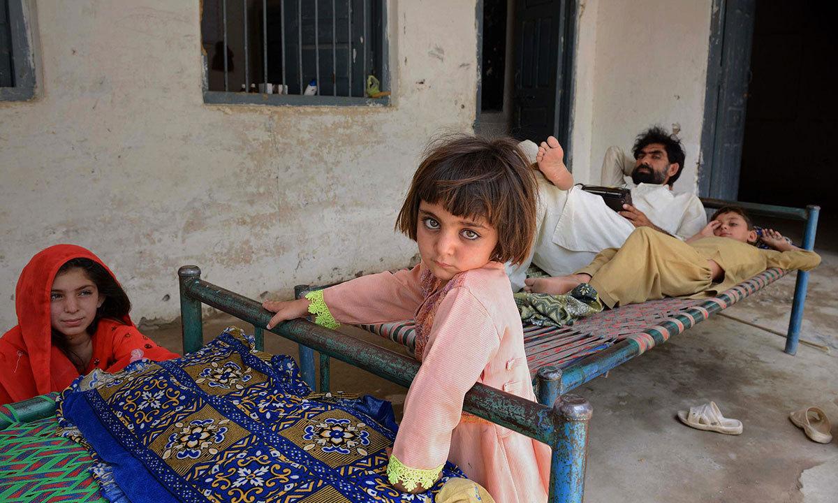 ان بچوں نے سرکٹی لاشیں، ٹارگٹ کلنگ، ڈرون حملے، بم دھماکے، شیلنگ اور اسکولوں کی بندش کو دیکھا ہوا ہے