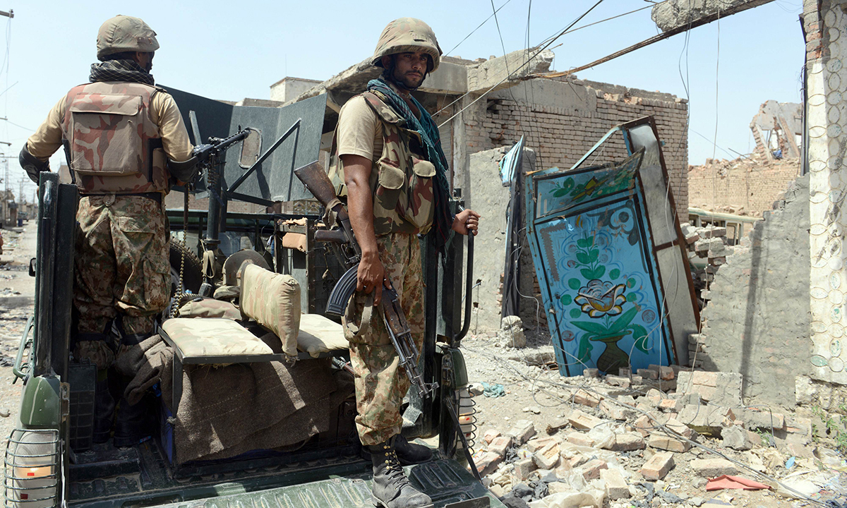 This photograph taken on July 9, 2014 shows Pakistani soldiers patrol during a military operation against Taliban militants, in the main town of Miranshah in North Waziristan.   Pakistan's military says its anti-militant offensive in a northwestern tribal area has now taken control of 80 percent of a strategic town, as a US drone strike on July 10 killed six suspected insurgents. AFP PHOTO/Aamir QURESHI