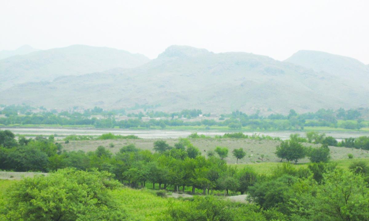 Tarakai, the Black Mountains and the village Anghar