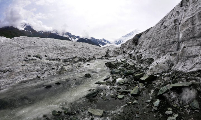 On the way to Diran mountain base camp from Tagafari, the base camp of Rakaposhi mountain, Gilgit Baltistan. Photo by Mobeen Ansari