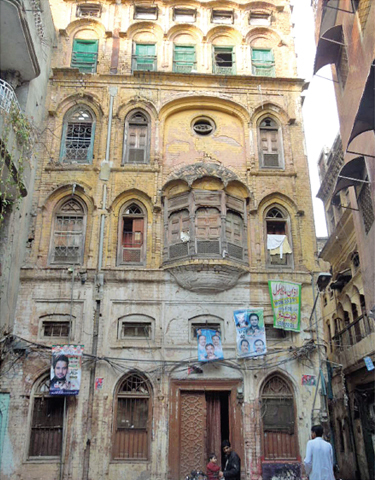 The Bhabhar Khana in the centre of the bazaar. It is said that before partition, there was pond in the centre of the Bhabhar Khana. The people living in this area are mostly Muslim migrants from India who came to Pakistan in 1947.