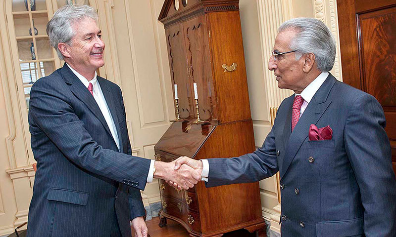 Tariq Fatemi, Special Assistant to the Prime Minister on Foreign Affairs, shaking hands with the Deputy Secretary of State, Bill Burns at the State Department in Washington.—APP photo