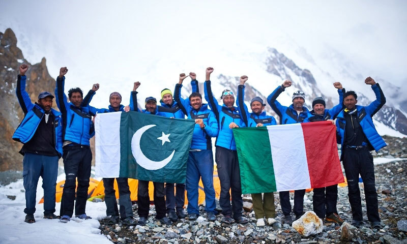 The Pakistani team with the Italian mountaineering ambassadors. - Photo by Ev-K2-CNR