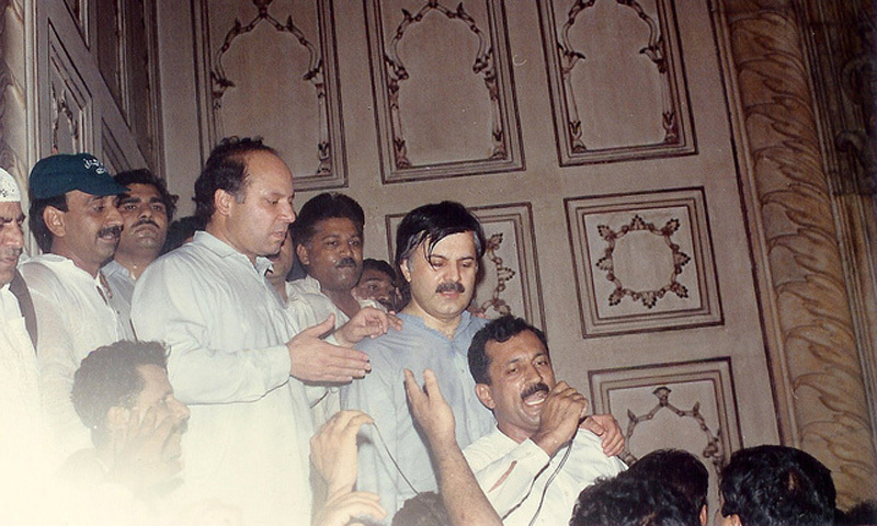 Nawaz Sharif (centre) surrounded by party workers in 1992.