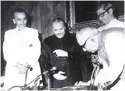 Junejo (left) with Zia during his swearing-in ceremony in 1985.