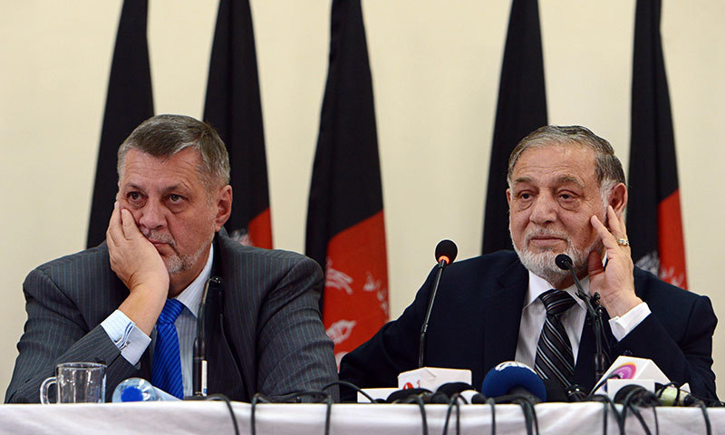 Afghan Independent Election Commission (IEC) head, Ahmad Yousuf Nuristani (R) and head of the UN mission to Afghanistan, Jan Kubis attend a press conference in Kabul on July 31, 2014. – AFP Photo