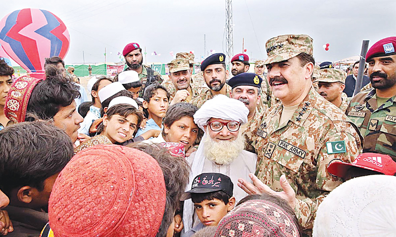MIRAMSHAH: Army Chief Gen Raheel Sharif visiting IDPs' camp on the occasion of Eidul Fitr. Gen Raheel spent time with children and IDPs and also distributed gifts.—APP