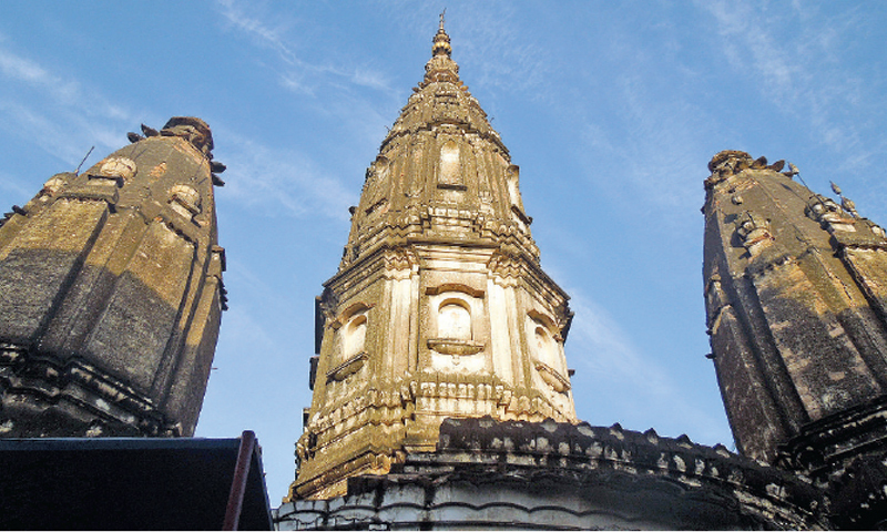 The temple has a large central dome with smaller domes on all four sides. The structure of the temple is in a bad state; the roof leaks when it rains and if not cared for properly, it may cave in at any time.