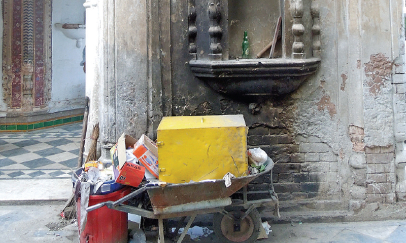 The temple is not properly maintained and, as a result, this historic building has fallen victim to the vagaries of nature and the apathy of locals, with garbage littered around the premises.