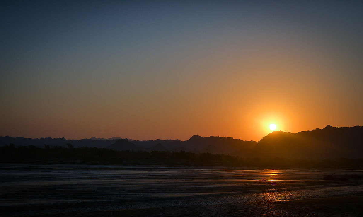 Sunset at the Kund Malir beach in the Uthal tehsil of Balochistan. — Photo by Baber Kaleem