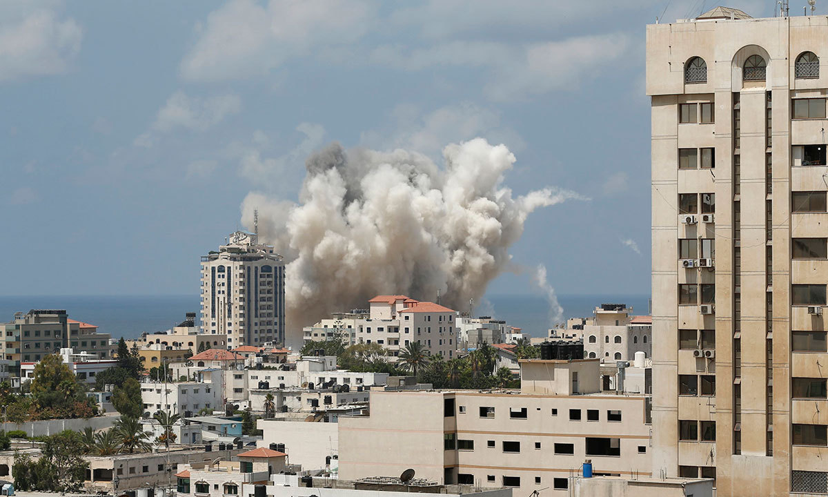 Smoke rises following what witnesses said was an Israeli air strike in Gaza City August 9, 2014. REUTERS