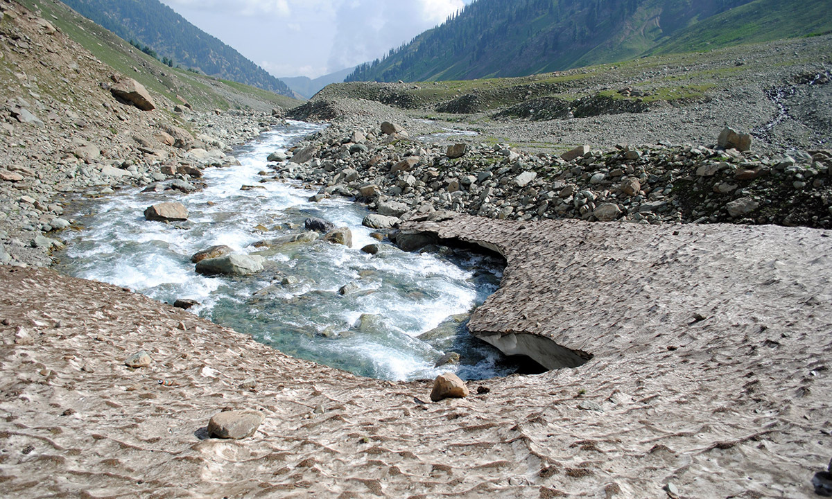 To the southeast of the Pir Panchal range lies the Kounsarnag  Lake surrounded by three peaks. It is fed by glaciers and is said to be a source of the Jhelum river. In the spring and summer, the water is some 40-ft higher than in winter. In the spring, the lake's surface is said to be covered with icebergs which are driven about by the wind. — Haziq Qadri
