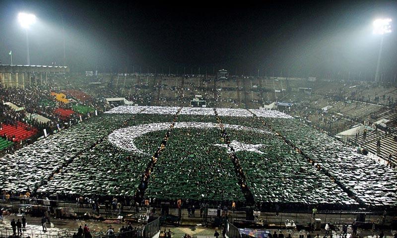 نیا پاکستان بنانے والوں کی دھمکی آمیز پریس کانفرنسوں اور بے ہنگم گفتگو پر کہیں سے کوئی آواز اُٹھتی سنائی نہیں دیتی  -- اے پی پی فوٹو
