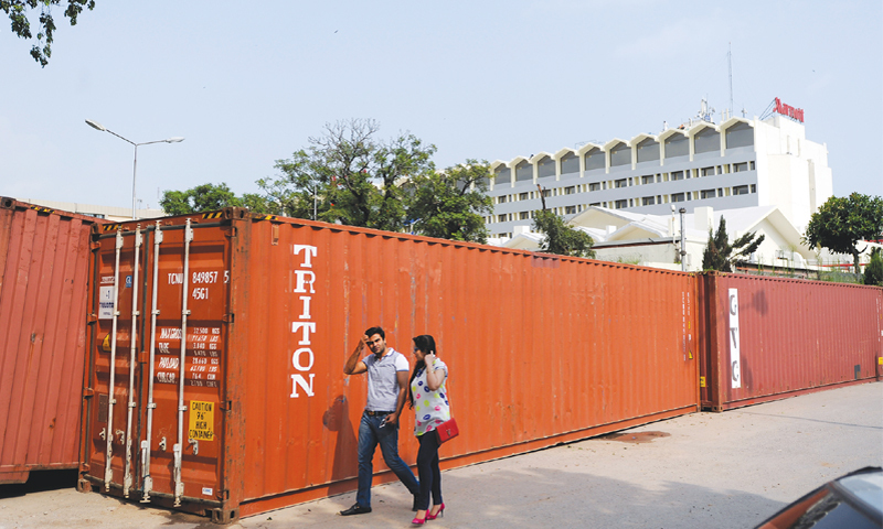 ISLAMABAD: Containers placed again near Marriott Hotel to block the road leading to the sit-in venue.—Tanveer Shahzad / White Star