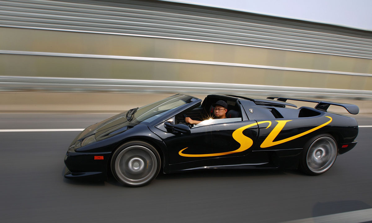 Wang Yu Drives A Handmade Replica Of Lamborghini Diablo On A Highway During  A Test Drive