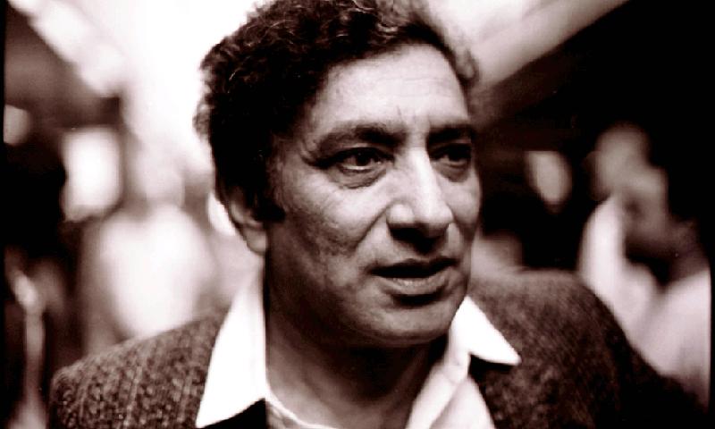 سید احمد شاہ جنہیں دنیا احمد فراز کے نام سے جانتی ہے — بشکریہ وکی میڈیا کامنز