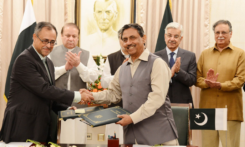 ISLAMABAD: Wapda Chairman Zafar Mahmood, right, and World Bank Country Director Rachid Benmessaoud exchange documents after signing of project agreement for the Dasu Hydropower project on Monday.